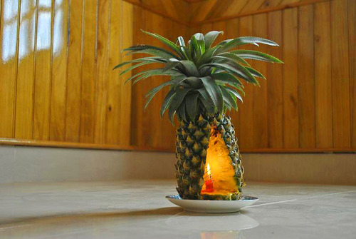 Sửa dụng quả dứa gai để dậy mùi thơm cho nhà
