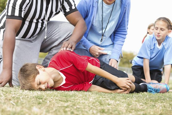 Những chấn thương nhẹ có thể là nguyên nhân gây tràn dịch khớp gối ở trẻ em
