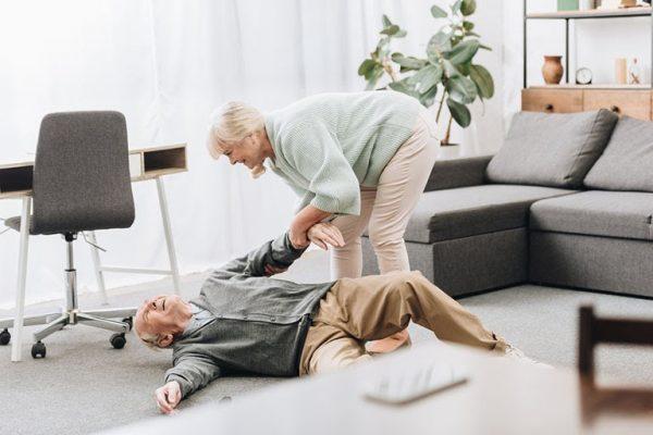 Nguyên nhân và cách điều trị viêm khớp háng ở người già