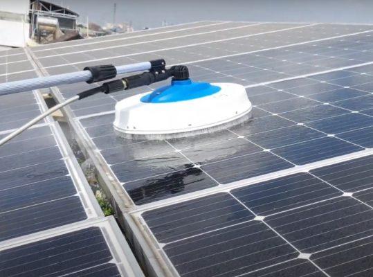 Vệ sinh tấm pin năng lượng mặt trời cần chú ý